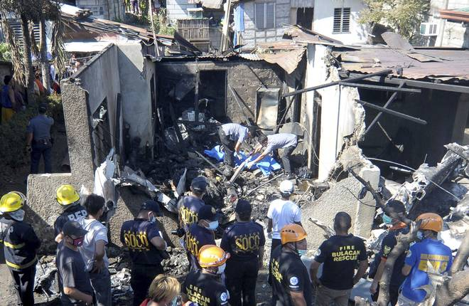 Travel News: Plane Crashes into House near Manila Kills 10